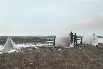 Fra foredragsrekken Landmålerlivet i Finnmark v/Axel Printz : Leiren ved Guorgga efter stormen