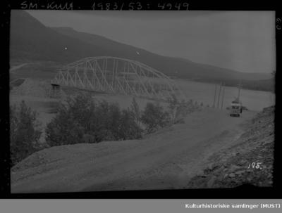 En buss på veg mot Repparfjord bro