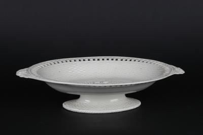 Ovalt kremfarget stettfat i glasert keramikk