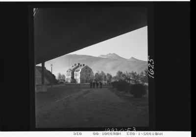 Under jernbanebrua i Sjøbakken