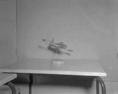 OMNIA - Modell av et militærfly et Thunderjet bc83c383c92a8