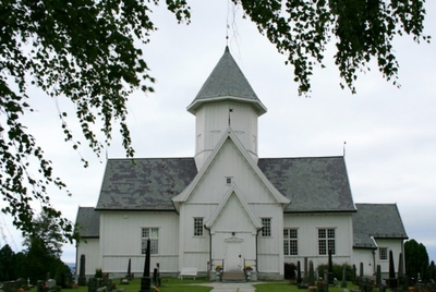 Kolbu kirke og Molstad kirkested