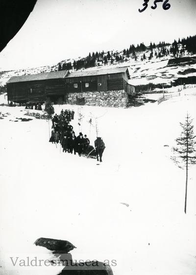 Gravferdsfølge på Fystro i begynnelsen av 1900-tallet