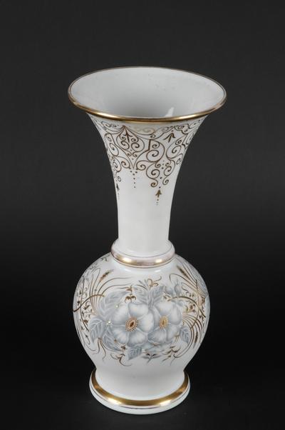 Balusterformet vase i opalglass