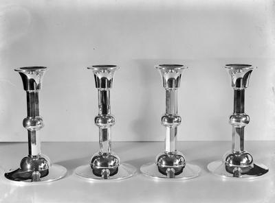 Olsen. 4 lysestaker.