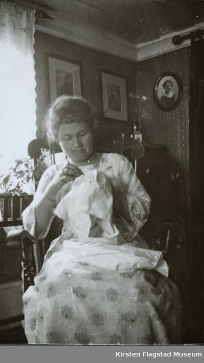 Kirsten Flagstads kusine Dagny Johnsrud på Johnsrud