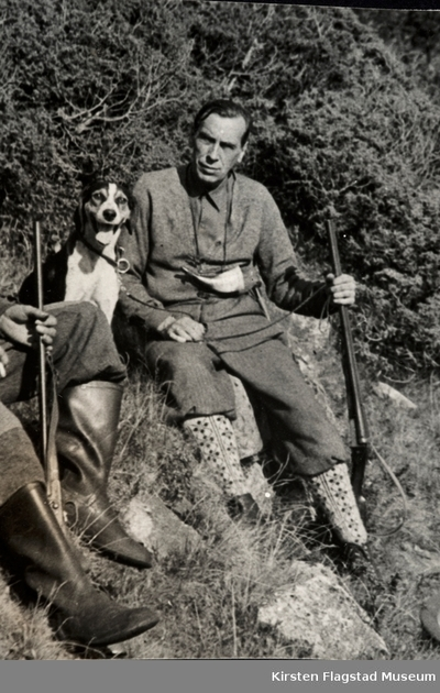 Kirsten Flagstads første ektemann Sigurd Hall på jakt med sin hund