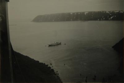 Turistskip i fjord