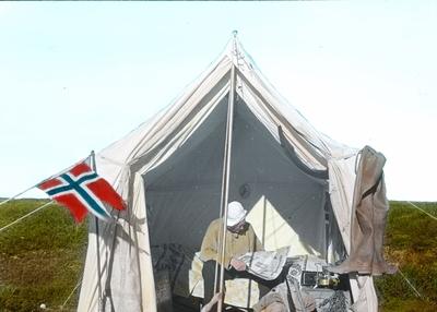 Fra foredragsrekken Landmålerlivet i Finnmark v/Axel Printz : Søndag i leiren