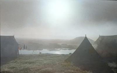Fra foredragsrekken Landmålerlivet i Finnmark v/Axel Printz : Morgendis i leiren ved Cornatanjavrre