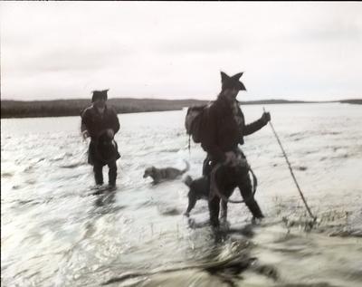Fra foredragsrekken Landmålerlivet i Finnmark v/Axel Printz : Guorggajokka i flom