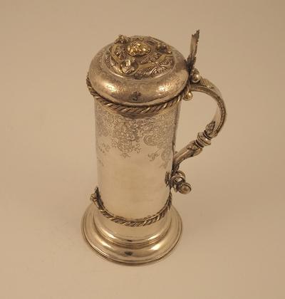 Hansekanne i sølv som er delvis forgylt