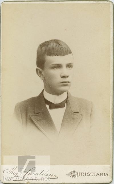 Portrett, ukjent, fotograf Aug. Haraldsson