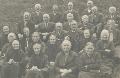 Gruppeportrett av det første blanda koret i Stordal