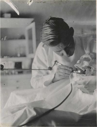 Haakon Bryhni i praksis på Tannlegehøgskolen