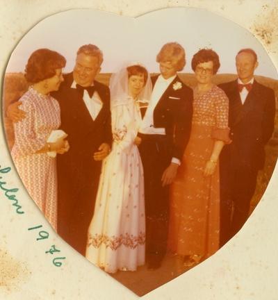 Brudeparet Kjersti Hals og Gunnar Knutson Leikvold med foreldre