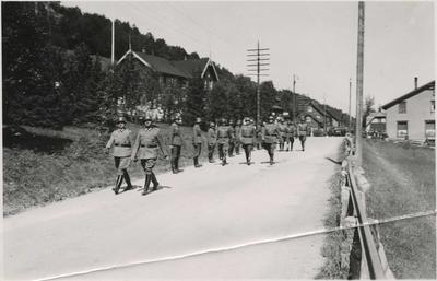 Tysk troppeparade i Løkken sentrum i 1940