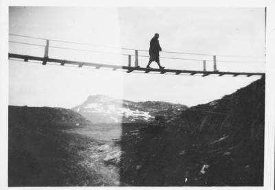 Vogt over broen ved utløpet av Øvre Naver