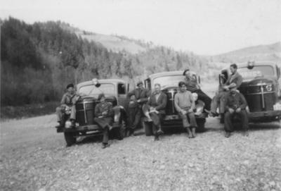 Menn og lastebiler fra Orkla Grube-Aktiebolag