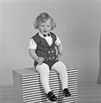 Portrett liten gutt - bestiller Bjørg Rasmussen
