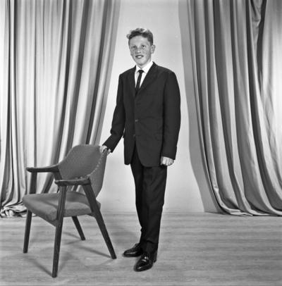 Portrett ung mann - bestiller Kåre Medhaug