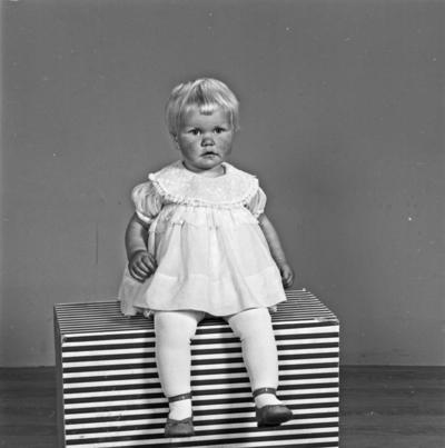 Portrett 2 unge jenter - bestiller Leif Førre