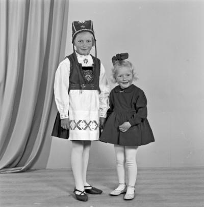 Portrett 2 unge jenter