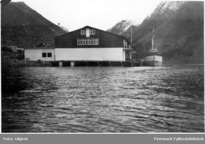 Fryseriet i Øksfjord er ferdig bygget etter ødeleggelsene under krigen