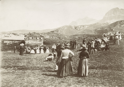Personar i Alpe-landskap