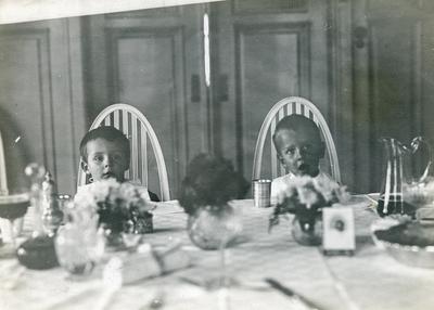 Klaus Petersson og liten gut