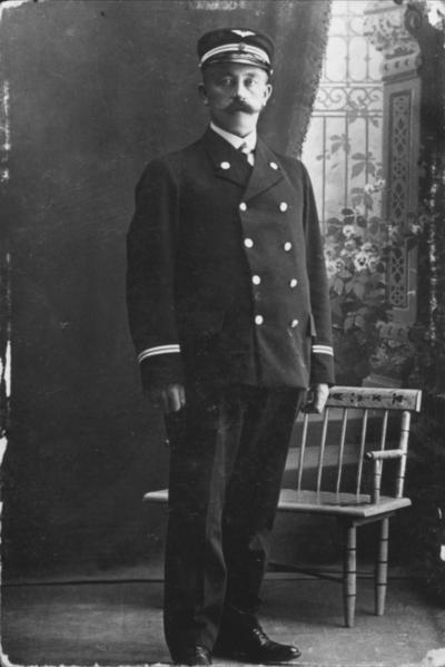 Konduktør eller lokfører i uniform
