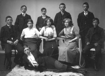 Klassebilde fra Middelskolen i Vadsø 1914
