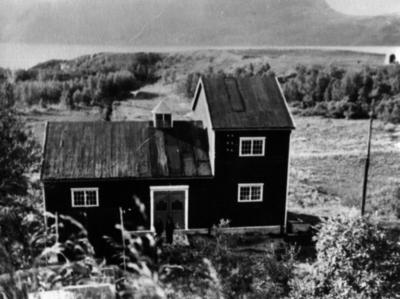 Porsa kraftstasjon i Kvalsund fotografert ca 1919