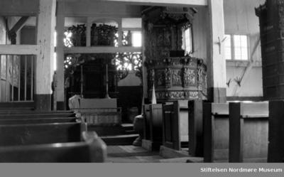 Fotografi av interiøret i Vågå kirke