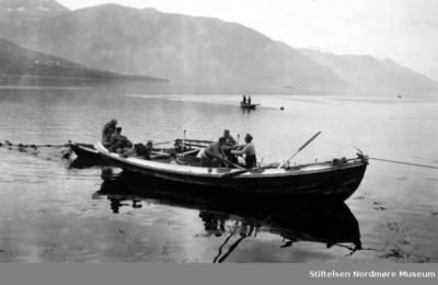 Ute på fjorden i Eidsvågen