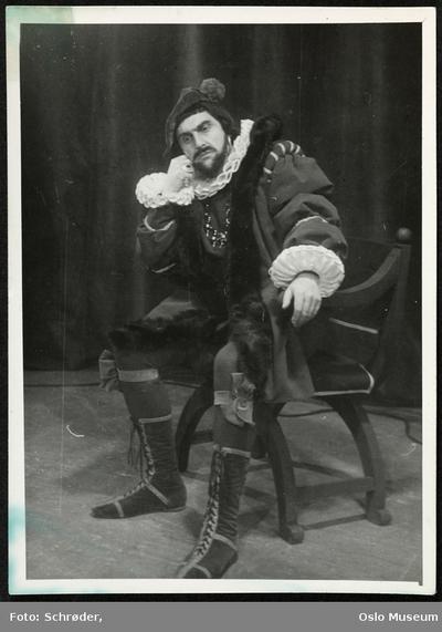 Knut Jacobsen i Hamlet.