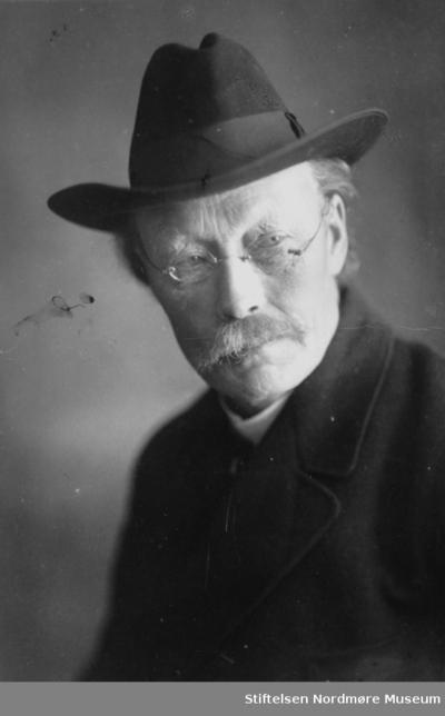Portrettfoto av Edvard Langset