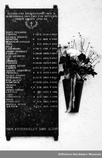 Minnetavle over falne elever ved den høgre skole i Kristiansund