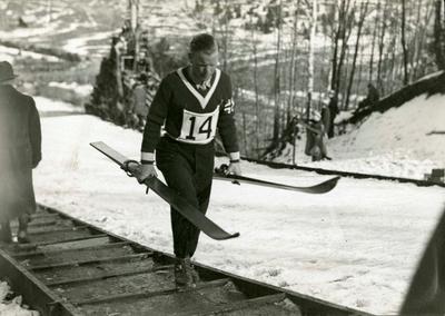 Sigmund Ruud på vei opp i hoppbakken