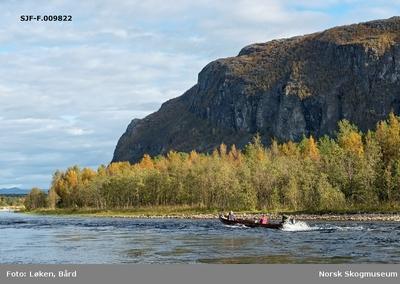 Elvelandskap ved Altaelva/Àlttáeatnu i Finnmark
