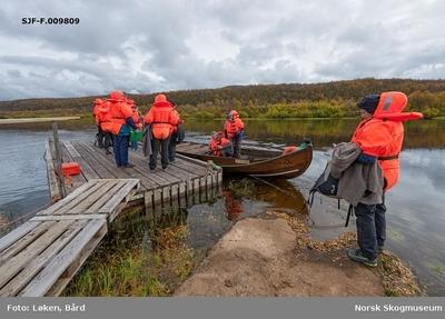 Delegasjon fra Norges vassdrags- og energidirektorats (NVSs) museumsordning ved elvebåt