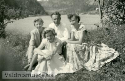 Ingvar Koppervik med døtrene Astrid