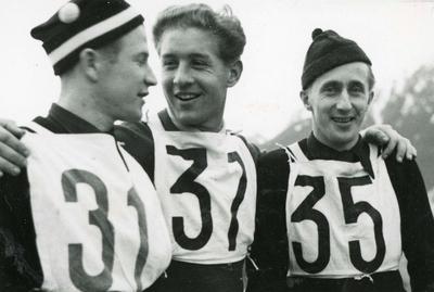 Tre skihoppere etter konkurranse