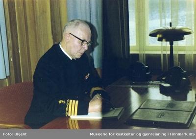 Havnefogd Erling Hafto på sitt kontor