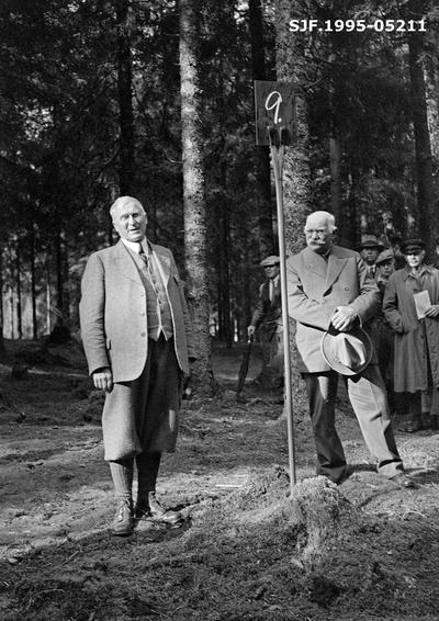 Fylkesskogmester Håkon Sætrang (1879-1964) ønsker velkommen til skogutferd i Birkenes høsten 1937