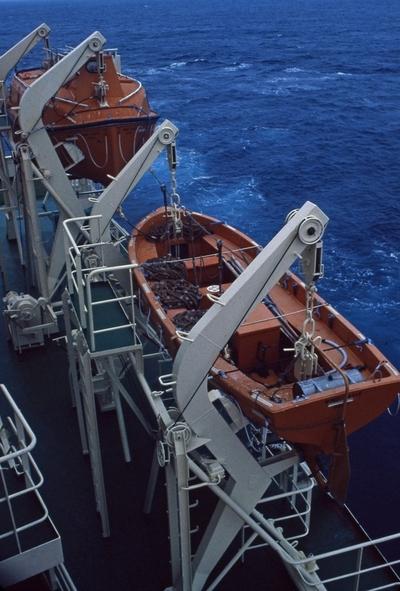 Livbåter ombord i T/T 'Wind Eagle' (b