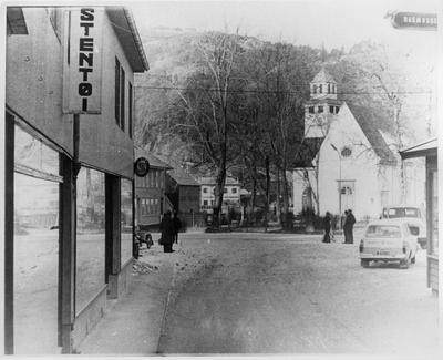 Nederste del av Kirkegaten og Torget i Egersund mot kirken