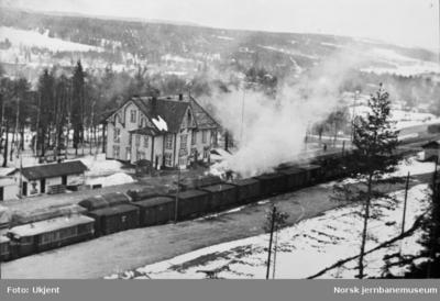 Godsvogner i brann på Rena stasjon etter bombing i 1940