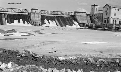 Dammen og deler av kraftverket ved Rånåsfoss i Sørum kommune i Akershus