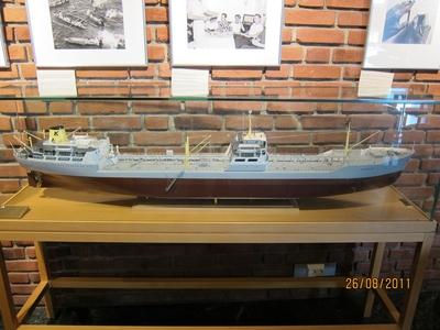 OMNIA - Modell av fartøy e58231186cbfa